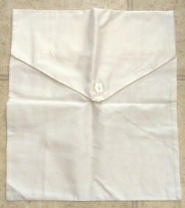Something that looks like a cloth envelope.