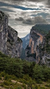 Mountain landscape with cloudy skies.